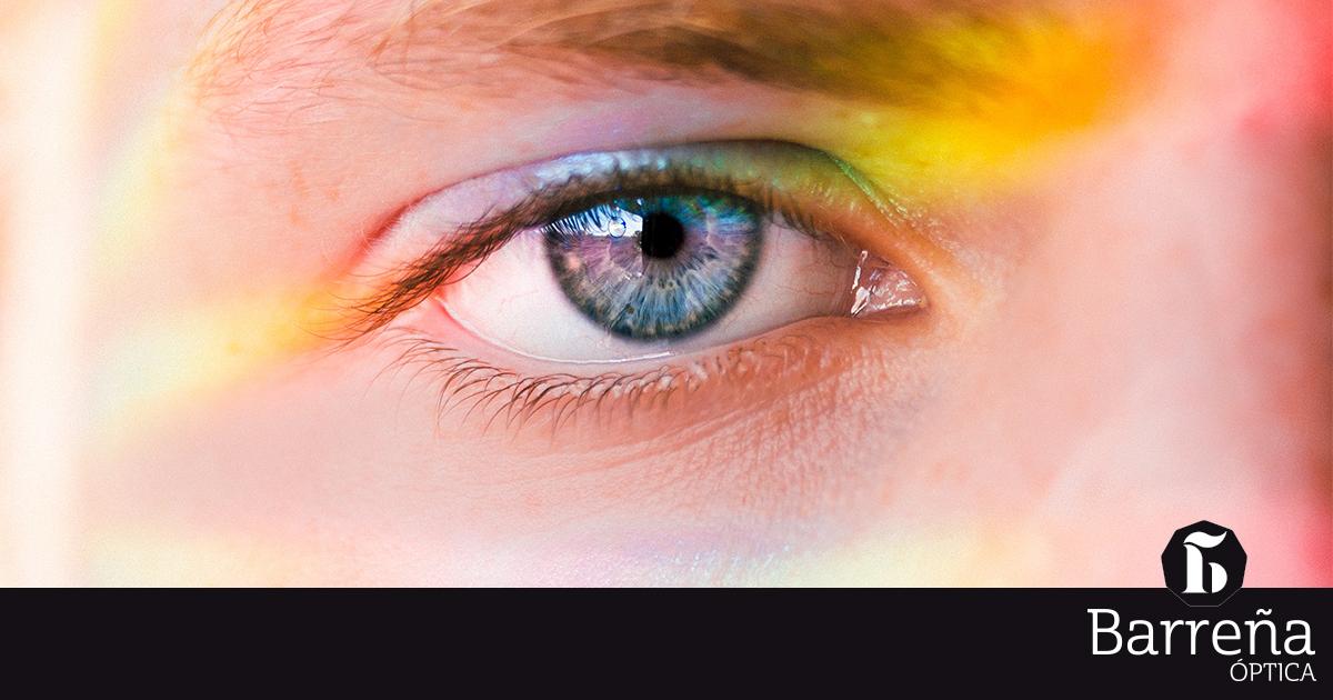 ¿Qué Son Las Manchas Transparentes Que A Veces Se Ven En Los Ojos?